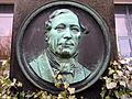 Portraitmedaillon eines noch unidentifizierten Bildhauers von Wilhelm Hugo, 1812-1884, Kommerzienrat, Fabrikant, Mitglied der Freimaurer-Loge Zum hellleuchtenden Stern in Celle.jpg