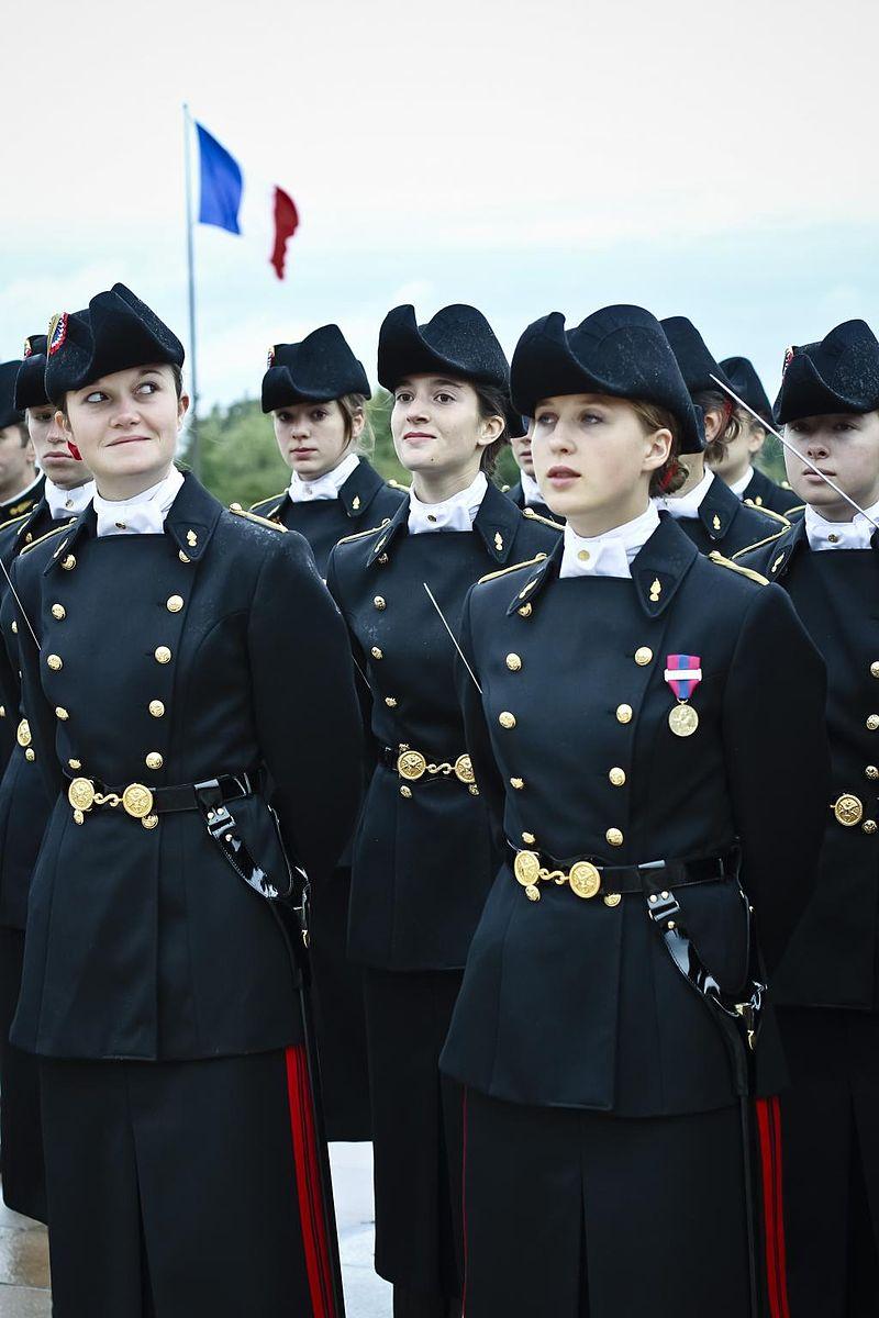 Pr%C3%A9sentation au drapeau 2012 %C3%89cole polytechnique.jpg