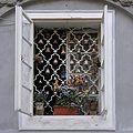 Praha, Mala Strana - Snemovni 5 (okno I, detail).jpg