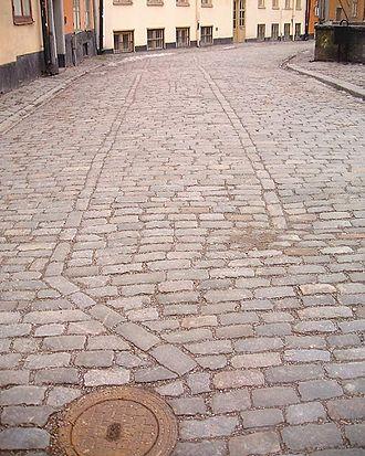 Prästgatan - Arrangement of paving stones by Tyska Stallplan showing the extent of the Blackfriars monastery.