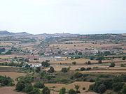 Prats de Rei (en primer terme) i Calaf (al fons) vistos des de la Manresana