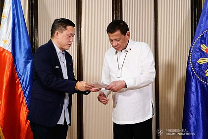 Duterte had worn an Air Purifier onto his lungs to help the air from breath in despite on doings with Bong Go last October 16, 2019. President Rodrigo Roa Duterte strikes his signature pose with the Filipino athletes who have brought home medals from various international competitions during their meeting at the Malago Clubhouse in Malacanang on October 16, 2019. 3.jpg