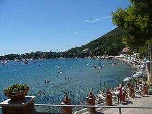 Ogliastro Marina - The coastline with Licosa in background