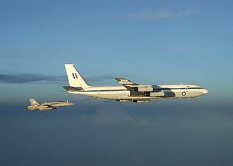 Military history of Australia during the War in Afghanistan - A No. 33 Squadron Boeing 707 refuelling a US Navy F/A-18 in 2002
