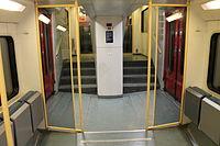 RB 16550 Regionalbahn Vorraum.JPG