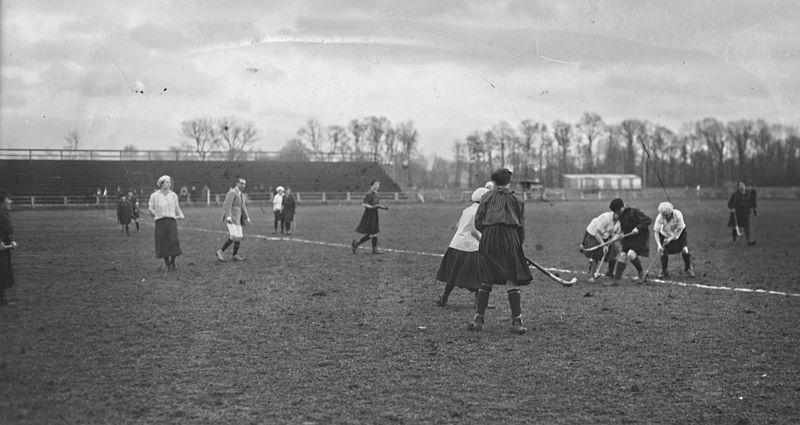 File:RCF vs LOU Hockey sur gazon 1921.jpg