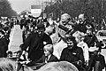 Rijtoer op een boerenwagen, aan de leidsels Prins Willem Alexander , daar achter, Bestanddeelnr 930-2411.jpg