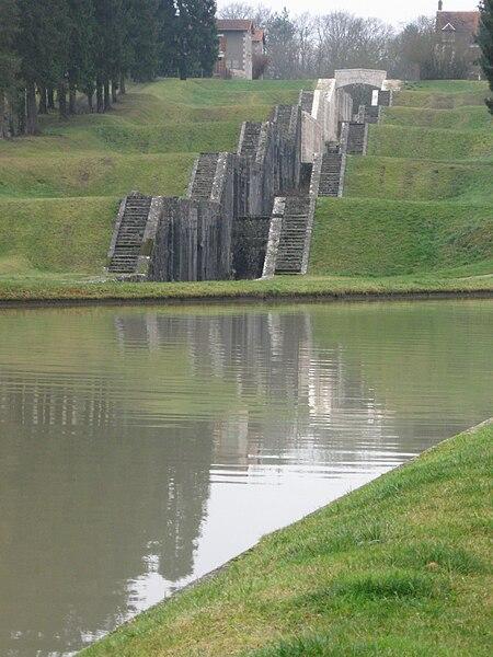 L'échelle de sept écluses de Rogny-les-Sept-Écluses.