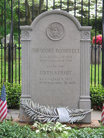 Roosevelt's grave, Oyster Bay, New York Roosevelt in Youngs Memorial Cemetery.jpg