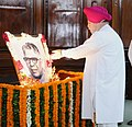 S.S. Ahluwalia paying floral tributes at the portrait of the former Speaker Lok Sabha, Late Shri K.S. Hegde, on the occasion of his birth anniversary, at the Parliament House, in New Delhi.jpg