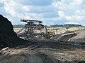 SRs 1301 - TAKRAF 1530 - F60 im Hintergrund - Tagebau Welzow Süd.jpg