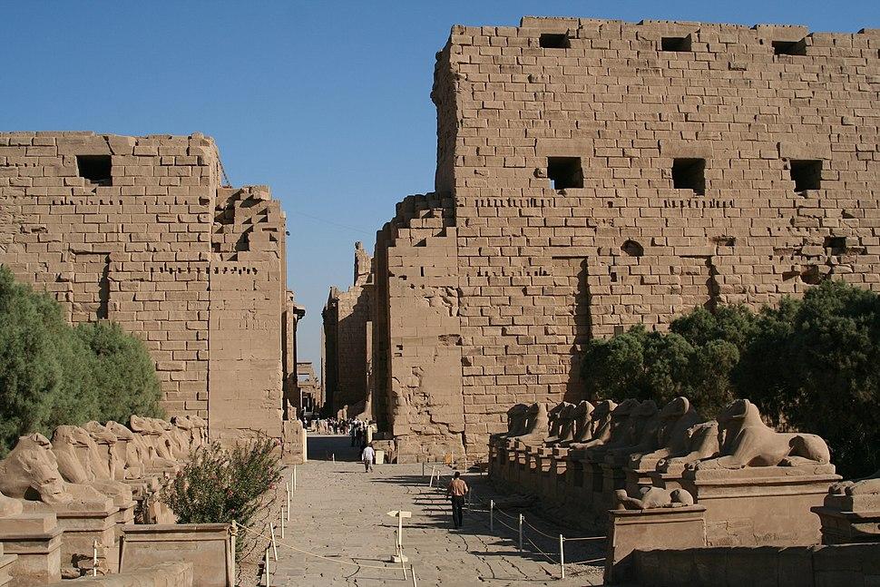 S F-E-CAMERON 2006-10-EGYPT-KARNAK-0002