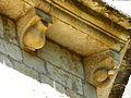 Saint-Amand-de-Coly église modillon (4).JPG