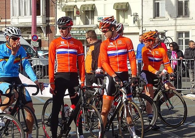 Saint-Amand-les-Eaux - Paris-Roubaix juniors, 12 avril 2015, départ (A60).JPG