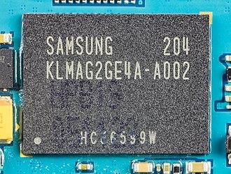 MultiMediaCard - Image: Samsung Galaxy Tab 2 10.1 Samsung KLMAG2GE4A A002 3955