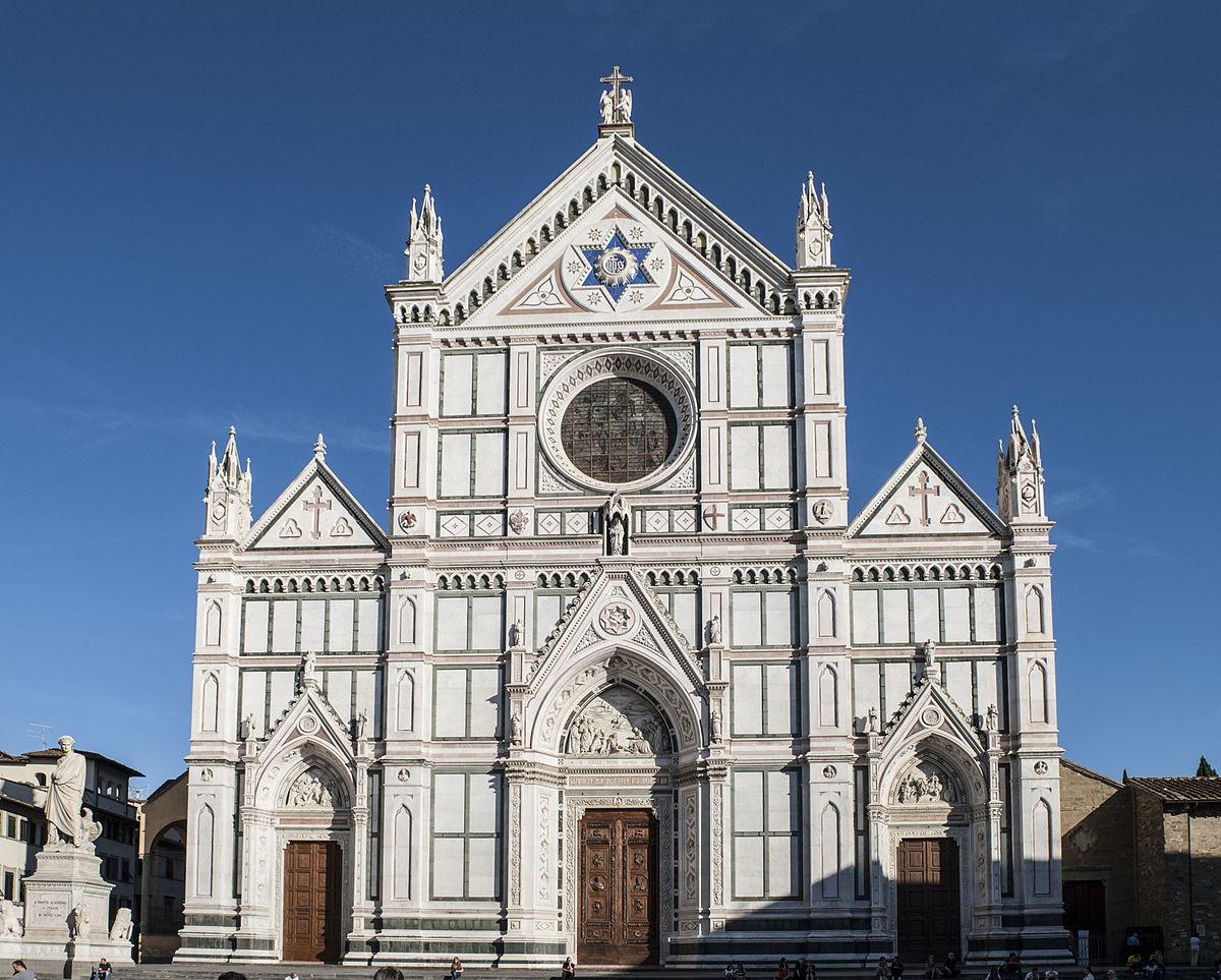 Postée sur la route qui mène vers Sienne et vers Rome, à la rencontre de la.