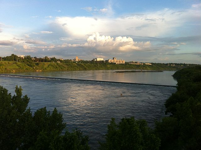 Saskatoon By Kharmagass (Own work) [CC BY-SA 3.0 (https://creativecommons.org/licenses/by-sa/3.0)], via Wikimedia Commons