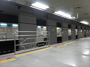 Seoul Subway Line 4 Government Complex Gwacheon Station Platform.JPG