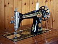 Sewing machine (42490299702).jpg