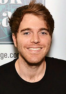 Shane Dawson with fan (cropped).png