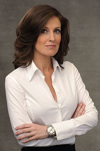 English: Sharyn Alfonsi is an on-air correspon...