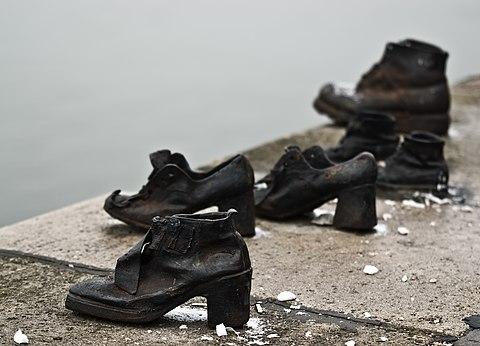 Shoes Danube Promenade IMGP1285.jpg