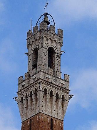 Palazzo Pubblico - The crown of Palazzo Pubblico.