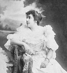Fotografie semnată a lui Fanny Rose Howie, aproximativ 1898 01 (decupată) .jpg