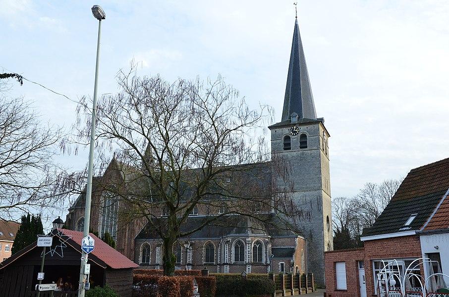 Sint-Amelbergakerk te Zandhoven vanaf noorden