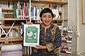 Siska Doviana Dengan Buku Pedoman Penyuntingan Wikipedia 4.jpg