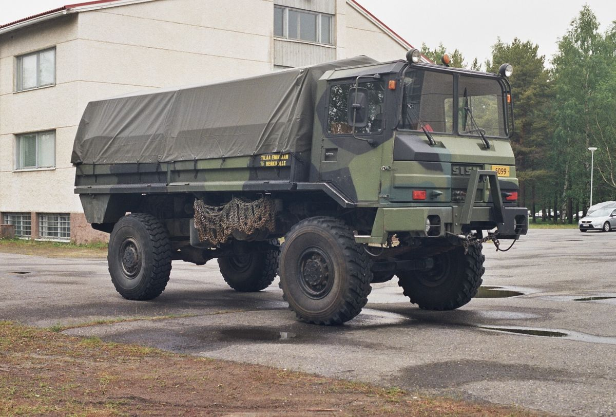 1200px-Sisu_SA-150_military_truck_Jun200