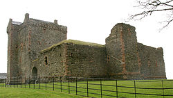 Skipness Castle 20080425 from north west.jpg