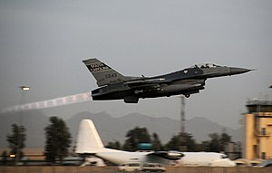 Shock diamond - Mach diamonds from an F-16 taking off with afterburner