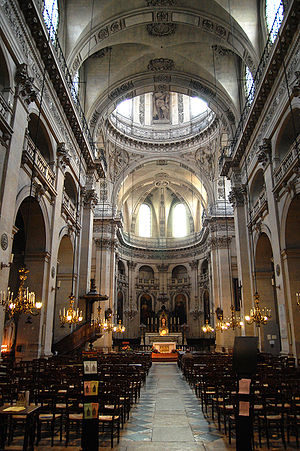 Saint-Paul-Saint-Louis - The nave and dome over the crossing.