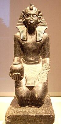 photographie de la statue-orant du pharaon Sobekhotep V de la XIIIe dynastie