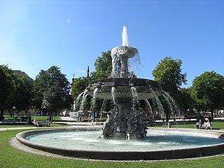 Stuttgart-Schlossplatz-Springbrunnen-Westseite-01.jpg