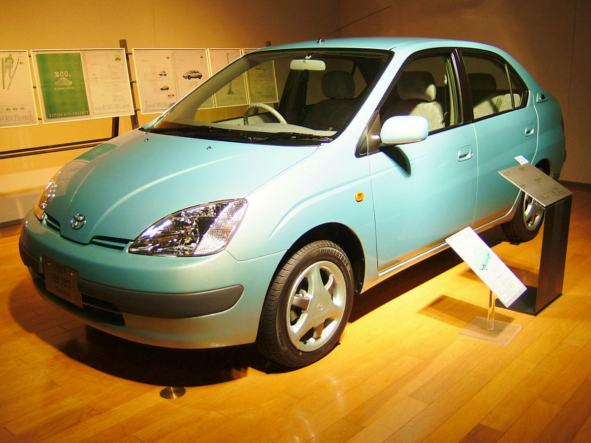 Автомобиль Тойота (Toyota) Prius