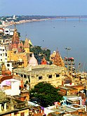 Temples on the bank of Ganges, Varanasi.jpg