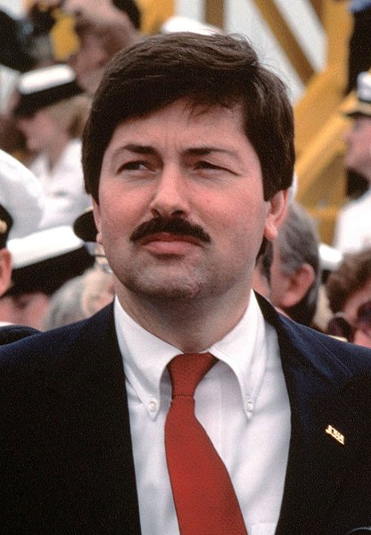 Datei:Terry Branstad attends recommissioning ceremony for USS Iowa, Apr 28, 1984.JPEG