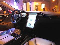 Tesla screen (16068898139).jpg