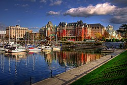 Victoria Harbour, British Columbia, dengan the Empress Hotel di latar belakang.
