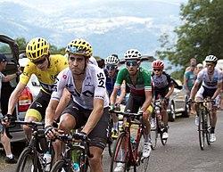 Tour de France 2017, groep gele trui (36124022936).jpg