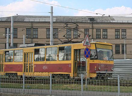 Трамвай № 3 на кольце возле