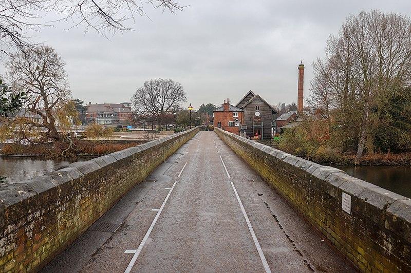File:Tramway Bridge, Stratford-upon-Avon.jpg