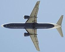 Transaero 737-400 al decollo. I motori CFM56 sono montati davanti alle ali.