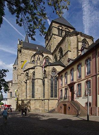Liebfrauenkirche, Trier - Image: Trier BW 2011 09 10 15 12 30 stitch