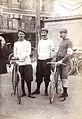 Trois cyclistes 1898.jpg