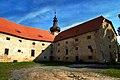 Tvrz a kostel v Kadově 01.jpg