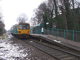 Ty Glas railway station in 2009.jpg