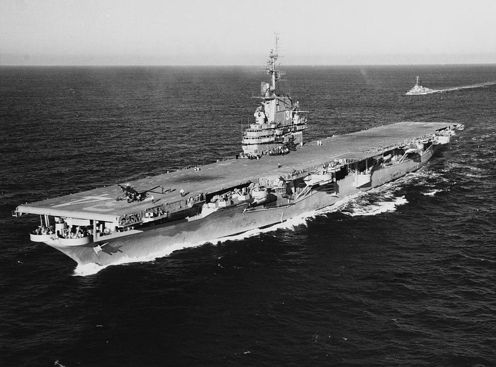 USS Oriskany (CV-34) underway at sea on 6 December 1950 (NH 97408)